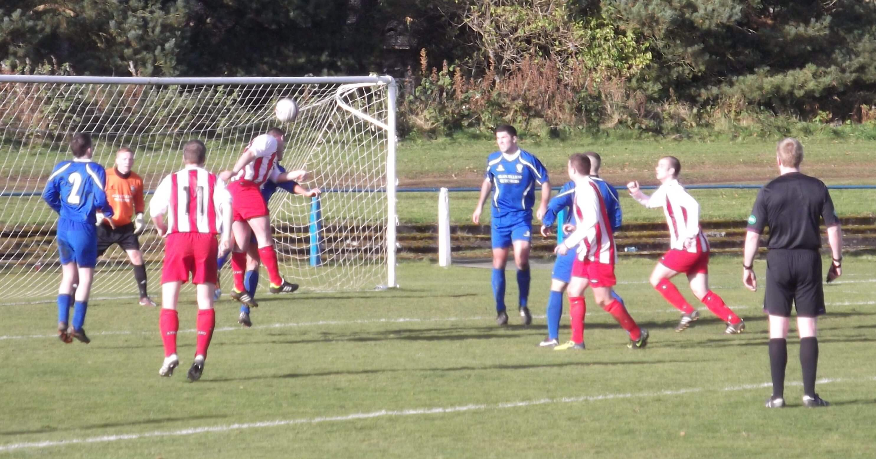 Larkhall Thistle go close with a header in the first half