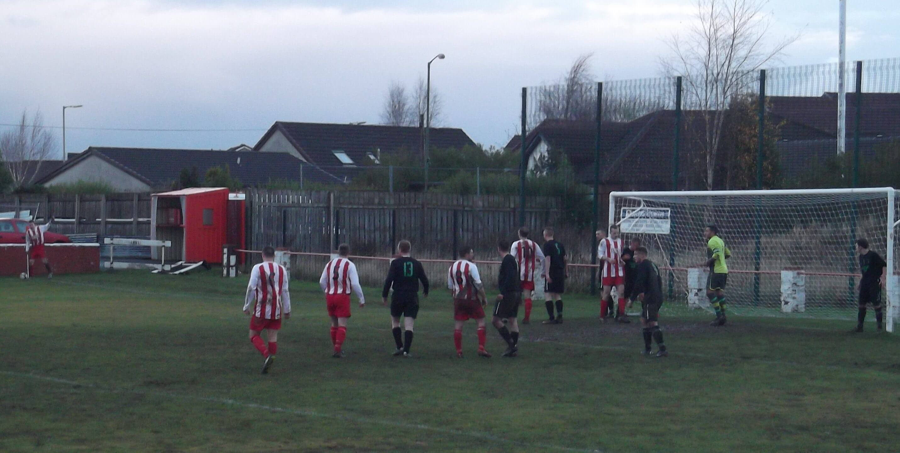 Larkhall Thistle v St Roch's 4 - Thistle get a corner late in the match