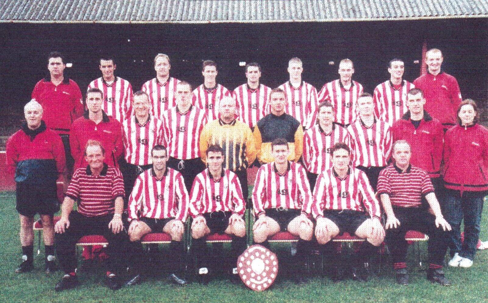 Larkhall Thistle team photograph 8 - 1999-2000