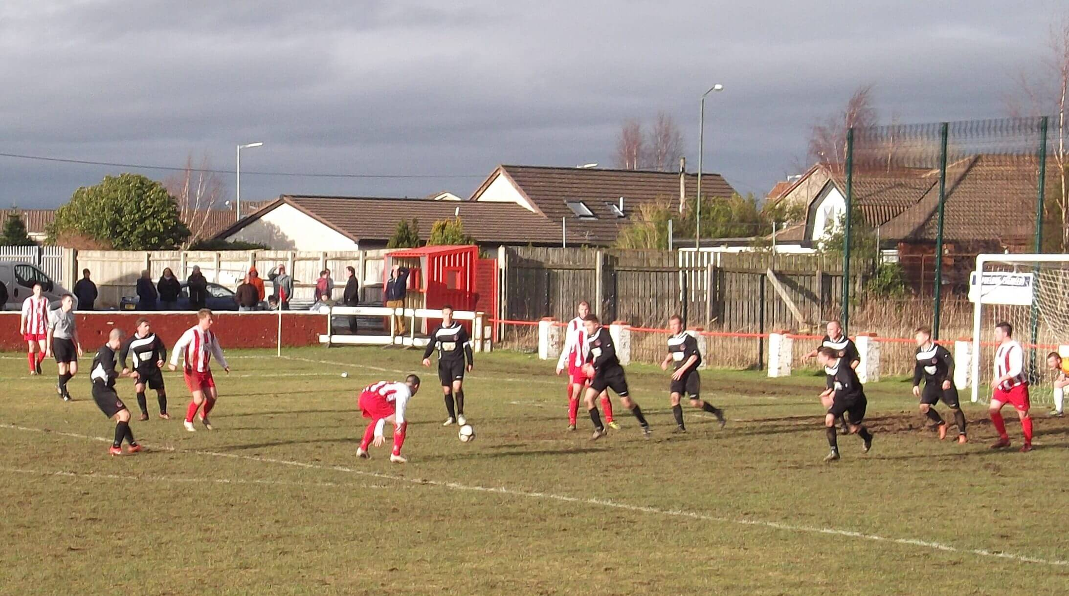 Scott McLachlan faces the outrushing Shettleston defence