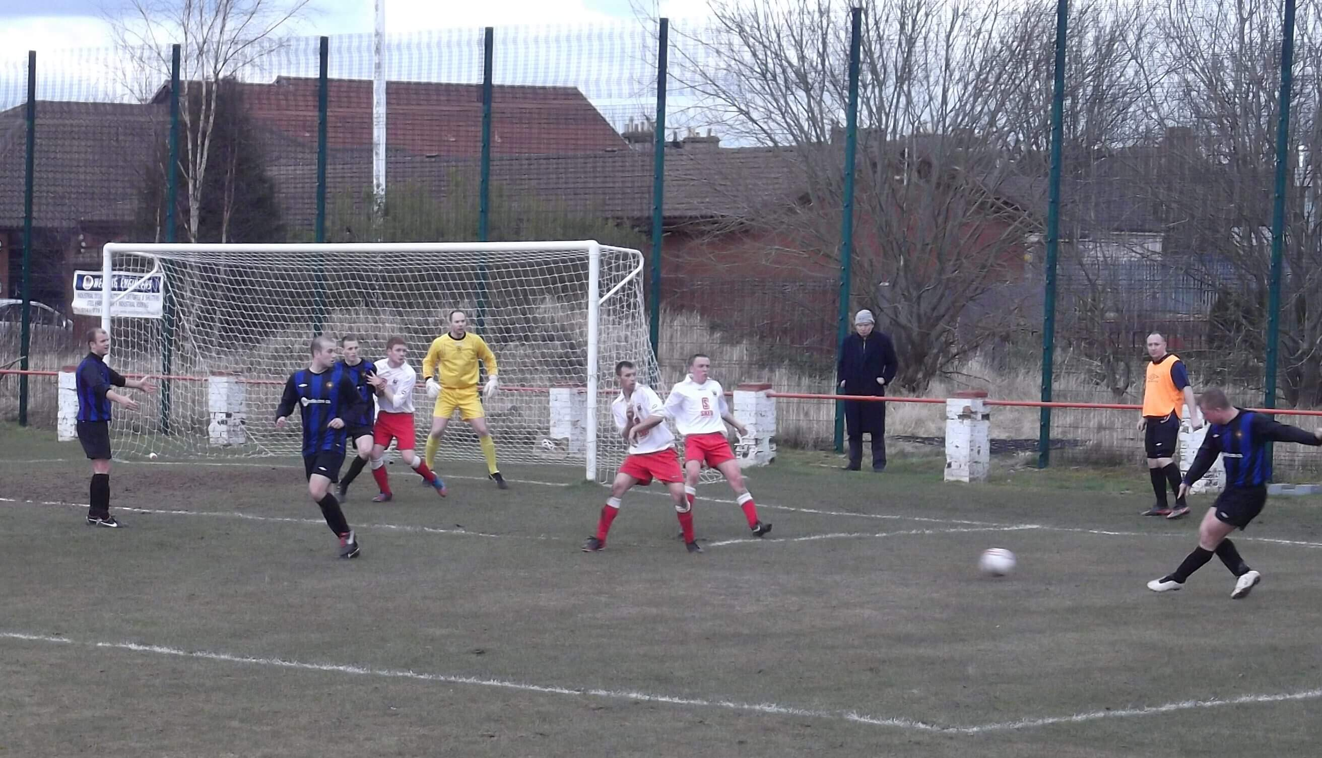 Dean Richardson delivers a cross late in the game with Lesmahagow