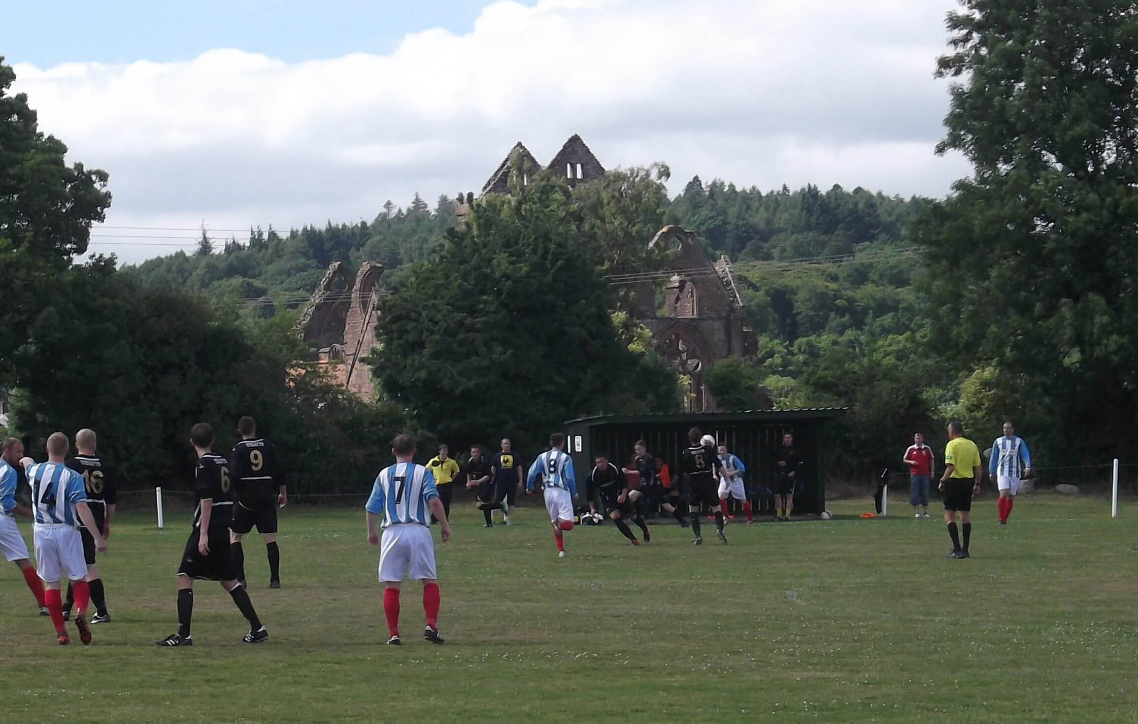 Abbey-Vale-v-Thistle-with-Sweetheart-Abbey-in-the-background.jpg
