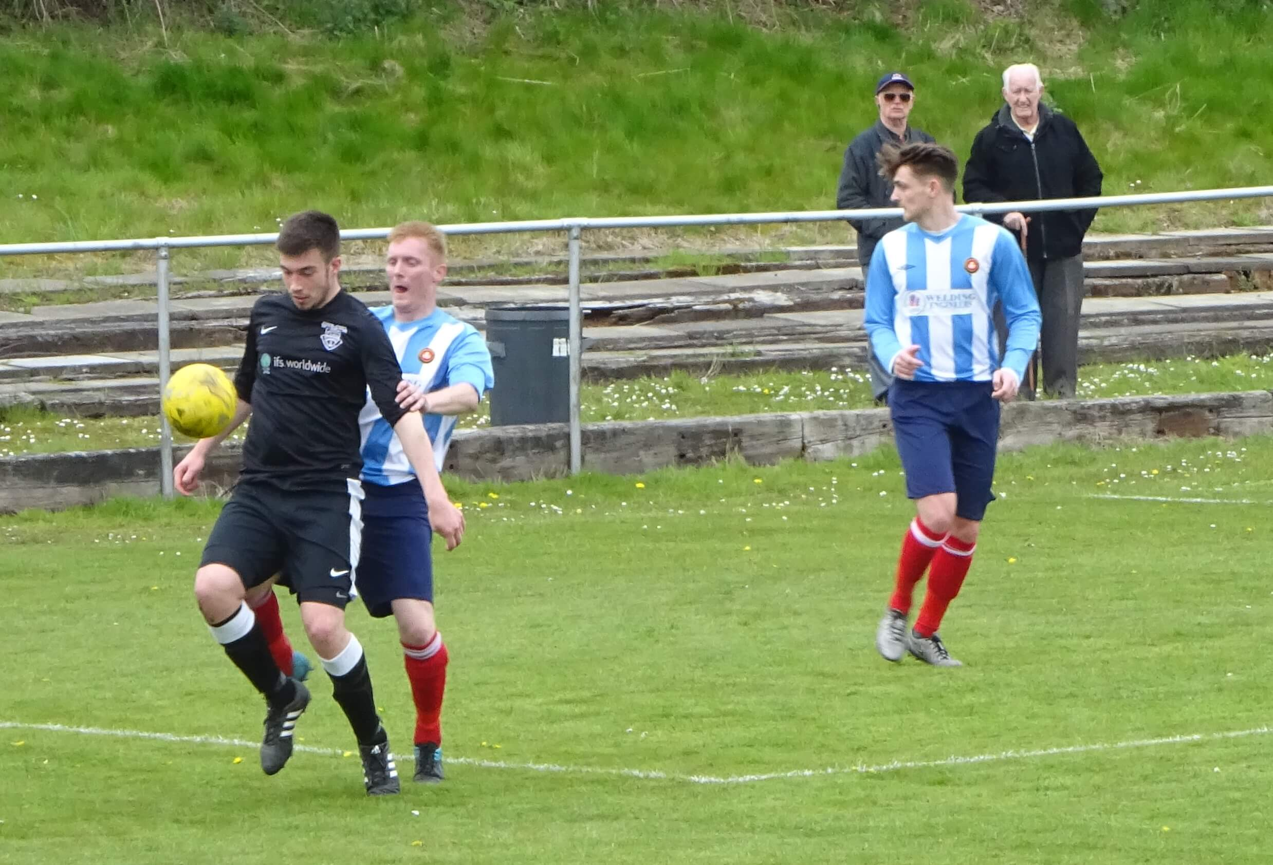 Dunipace v Larkhall Thistle 7th May 2016 -6